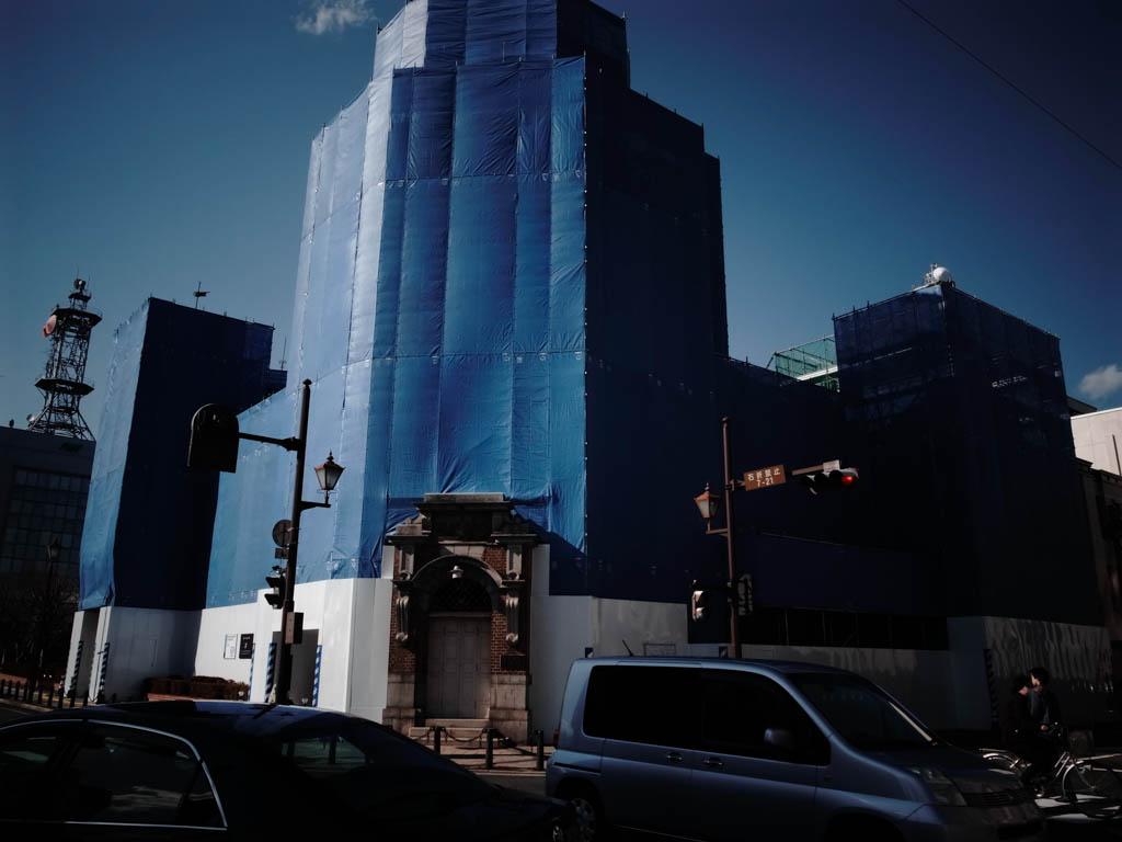 青一色の街角